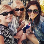 selfie with girlfriends